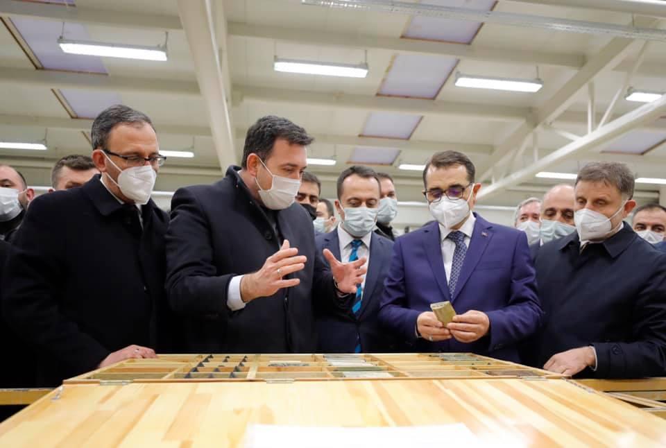 Dev yatırımlar | Enerji Ve Tabii Kaynaklar Bakanı Fatih Dönmez : Söğüt'te Altın Kaynağı Tespit Edilen Sahayı İnceledi
