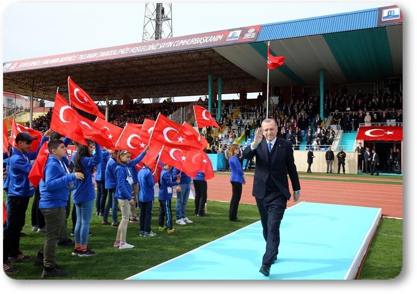 """""""Afrin'de artık terör örgütünün paçavraları değil, huzur ve güvenin sembolü Türk bayrağı dalgalanıyor"""""""