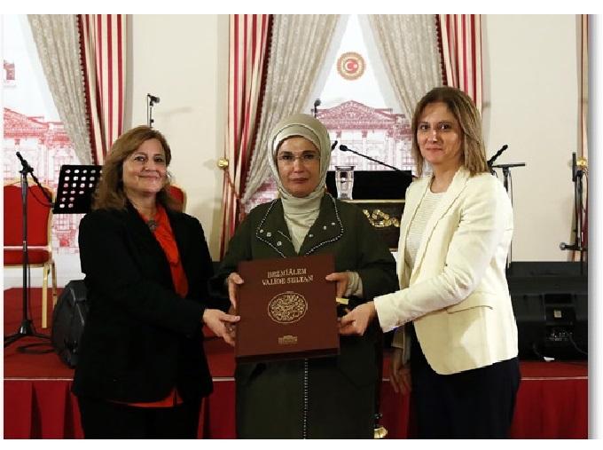 Emine Erdoğan, Bezmialem Valide Sultan Söyleşisi'ne katıldı